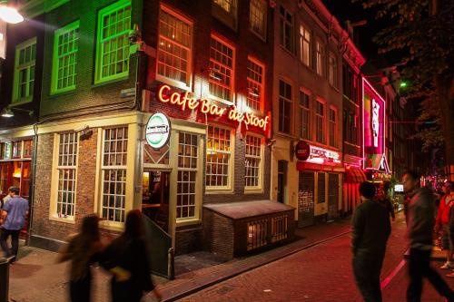 REDLIGHT DISTRICT-Travel Hotel Amsterdam
